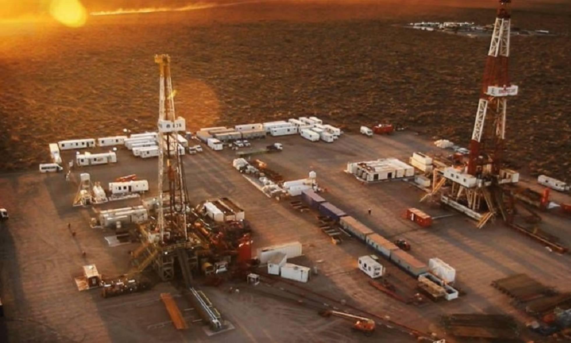La crisis paraliza Vaca Muerta, la joya petrolera de Argentina ...
